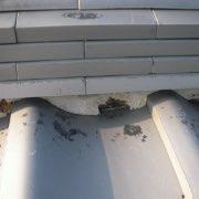 棟瓦下の面土しっくいがはがれ02