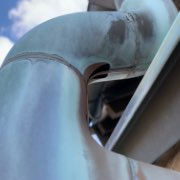 谷樋、谷板金水切りのサビ、穴05