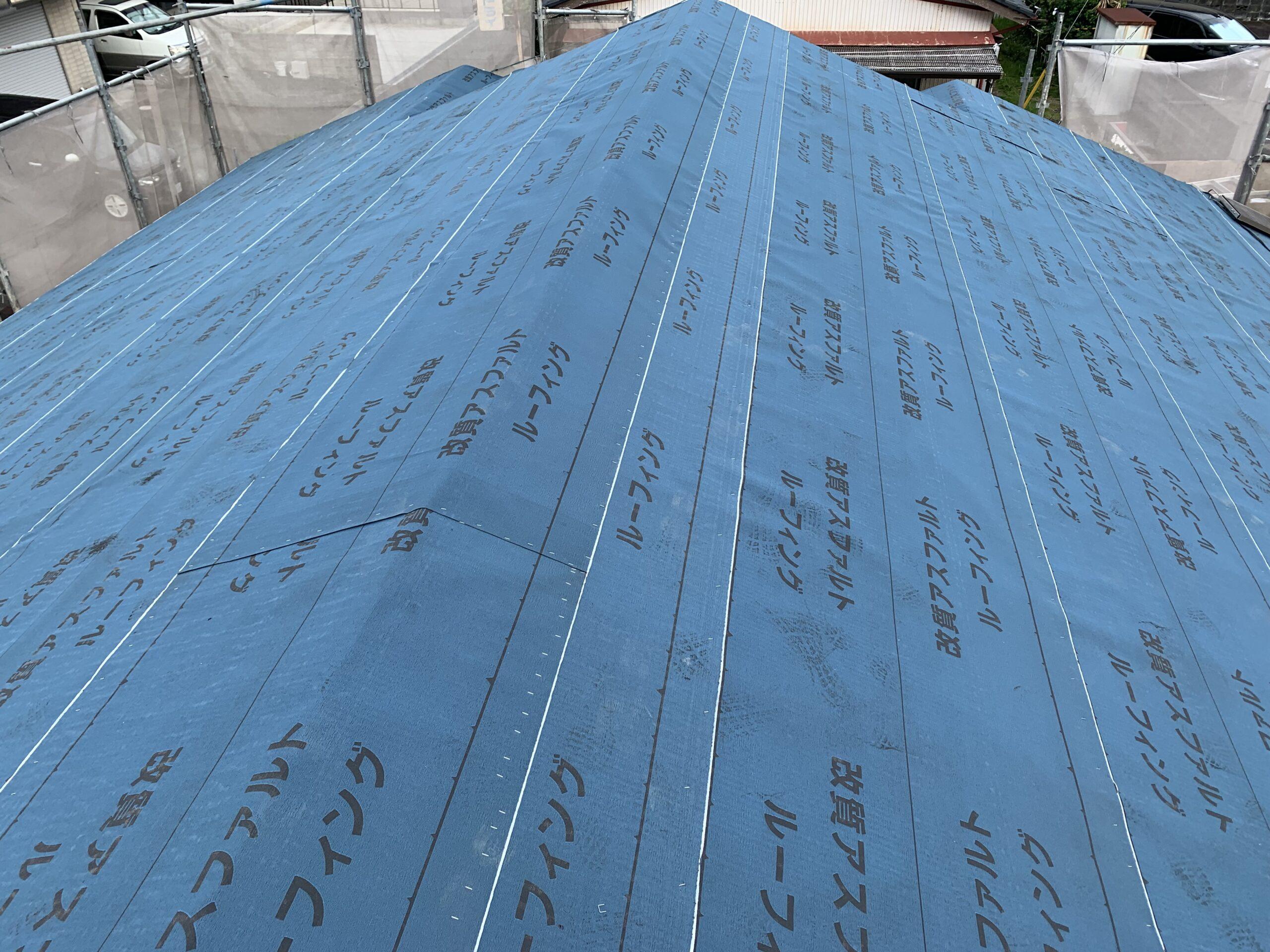 屋根瓦葺き替え工事④下地の野板張り、ルーフィング張り